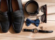 Affärsmantillbehör Stil för man` s Tillbehör för man` s: Fjäril för man` s, skor för man` s, klockor för man` s Arkivfoto