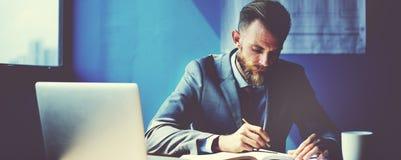 AffärsmanWorking Strategy Business begrepp Fotografering för Bildbyråer