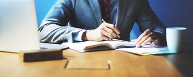 AffärsmanWorking Strategy Business begrepp Arkivfoton