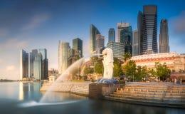 Affärsområde och marinafjärd i Singapore Arkivbild
