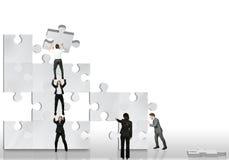 affärspartnern fungerar tillsammans Arkivbilder