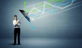 Affärsperson med paraply- och aktiemarknadpilbegrepp Royaltyfri Bild