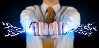 Affärsperson som rymmer elektriska drev trådar Fotografering för Bildbyråer