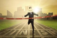 Affärsperson som segrar en konkurrens Arkivfoto