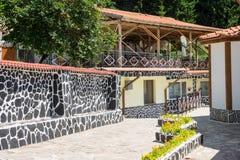 Affärssammansättning i kloster av helgonet Panteleimon i Rhodopesen Arkivfoto