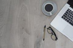Affärsskrivbord - plant orienteringskontor Arkivfoto