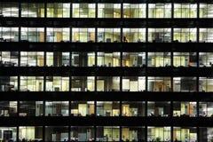 affärsskyskrapafönster Arkivbild