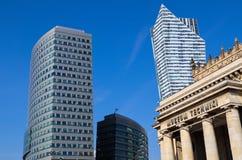 Affärsskyskrapor i mitten av Warszawa Polen arkivbild