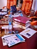 Affärsstilleben på tabellen Arkivfoto