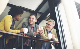 AffärsTeam Coffee Break Discussion Talking begrepp arkivfoto