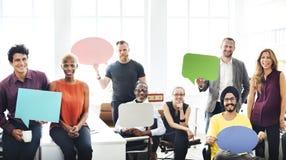 AffärsTeam Holding Speech Bubble Sign begrepp Arkivfoto