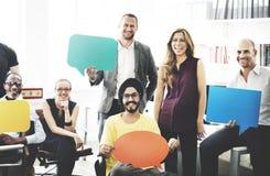 AffärsTeam Holding Speech Bubble Sign begrepp Arkivbilder