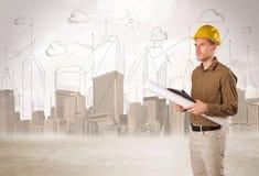 Affärstekniker som hyvlar på konstruktionsplatsen med stadsbackgro Fotografering för Bildbyråer