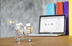 Affärstema, internetonline-shoppingbegrepp Arkivfoto