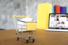 Affärstema, internetonline-shoppingbegrepp, shoppingleverans, Royaltyfri Fotografi
