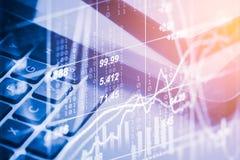 Affärstillbehör för dubbel exponering på finansiella statistikdata arkivbilder