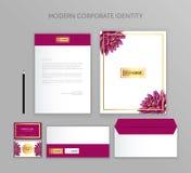 Affärsuppsättning för företags identitet Modern brevpappermalldesign Dokumentation för affär Arkivfoton
