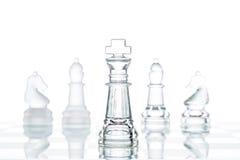 Affärsval för företags strategi, genomskinlig glass schackgrou royaltyfria bilder