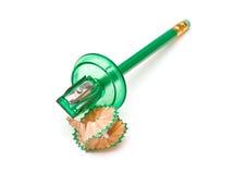 Affûteuse et crayon verts photo stock