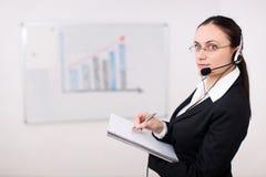 affärskvinnahörlurar med mikrofon Fotografering för Bildbyråer