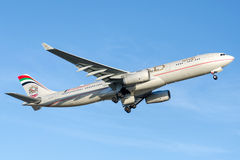 A6-AFF Etihad Airways, flygbuss A330-343 Arkivfoton