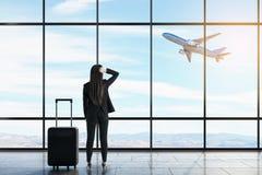 Aff?rskvinna i flygplats royaltyfria bilder