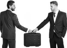 Affaire d'affaires entre les hommes d'affaires dans les costumes Hommes d'affaires avec le ser Photographie stock