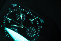Affaire d'horloge avec l'illumination de vert bleu Plan rapproché Photographie stock