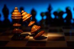 Affaire sur une table d'échecs Photos stock