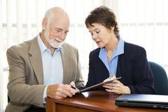 Affaires aînées - signe ici Image libre de droits