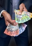 Affaires de mains des dollars d'argent Image stock