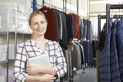 Affaires de mode de Running On Line de femme d'affaires image stock