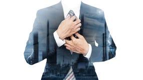 Affaires de puissance et d'énergie Double exposition, homme d'affaires et usine et foudre de courant électrique Images stock