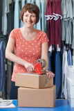Affaires de Running Online Clothing de femme d'affaires photo libre de droits