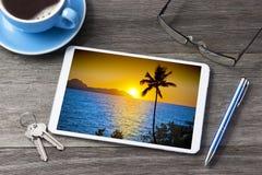 Affaires de voyage de vacances de tablette photo libre de droits