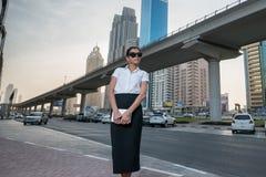 Affaires et femme Position arabe réussie de femme d'affaires Images libres de droits