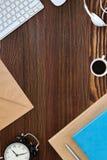 Affaires Flatlay sur le Tableau en bois Images libres de droits