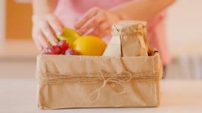 Affaires modernes de la livraison de cadeau de vitamine d'alimentation saine clips vidéos