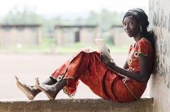 Affaires Person Working In School pour l'étudiant africain Ty de leçon Image libre de droits