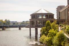 Affaires sur la rivière Photographie stock