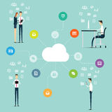 Affaires travaillant sur la ligne connexion réseau sur le nuage Photographie stock libre de droits