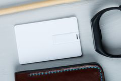 Affare bianco, memoria flash del usb, carta di credito nella progettazione del modello immagini stock