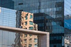 Affare che costruisce un centro commerciale fatto delle finestre di vetro Fotografie Stock Libere da Diritti