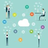 Affare che lavora alla linea connessione di rete sulla nuvola Fotografia Stock Libera da Diritti