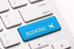 Affare del controllo della mosca di viaggio dell'aereo della tastiera di prenotazione di volo Fotografia Stock Libera da Diritti