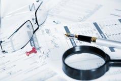 Affare del desktop finanziario di analitics Immagini Stock