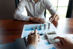 Affare della moneta di simbolo, finanza, crescita finanziaria, investimento che si consulta, finanza, investimento, affare, lavor fotografia stock