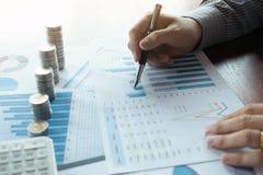 Affare della moneta di simbolo, finanza, crescita finanziaria, investimento che si consulta, finanza, investimento, affare, lavor immagini stock libere da diritti