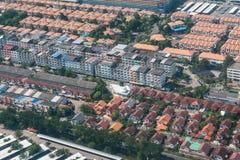Affare della proprietà e della terra dalla vista aerea Immagine Stock