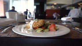 Affare di ristorante del primo piano dell'alimento del pranzo di lavoro stock footage